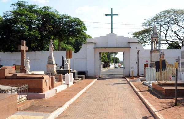 Paulo Correa pede prorroga��o do prazo de recadastramento de sepulturas