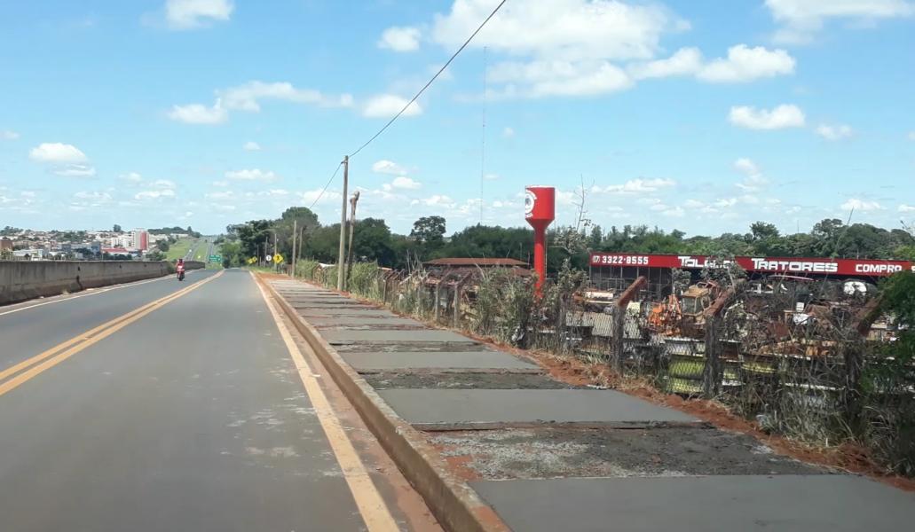 TEBE inicia construção de calçadas na marginal que liga o trevo da Avenida 43 ao bairro São Francisco