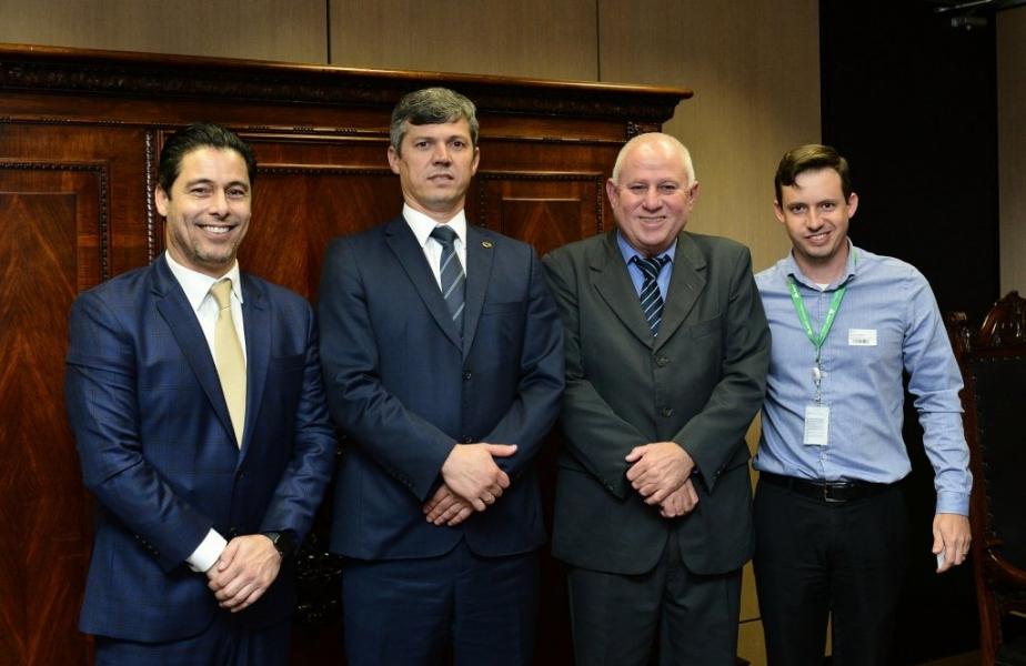 Paulo Correa e Márcio Alvino participam de reunião com Ministro dos Transportes