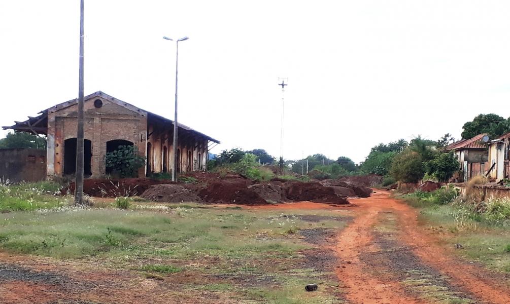 Depósito incorreto de terra próximo a Estação Ferroviária é questionado por Paulo Correa