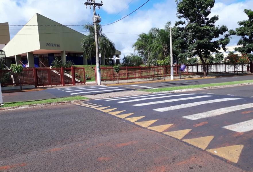 Paulo Correa pede instalação de defensa metálica em plataforma para pedestres em frente ao Fórum