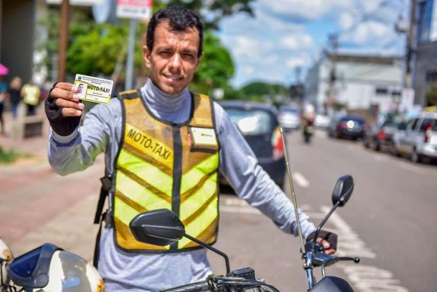 Paulo Correa cobra cursos de capacitação para mototaxistas